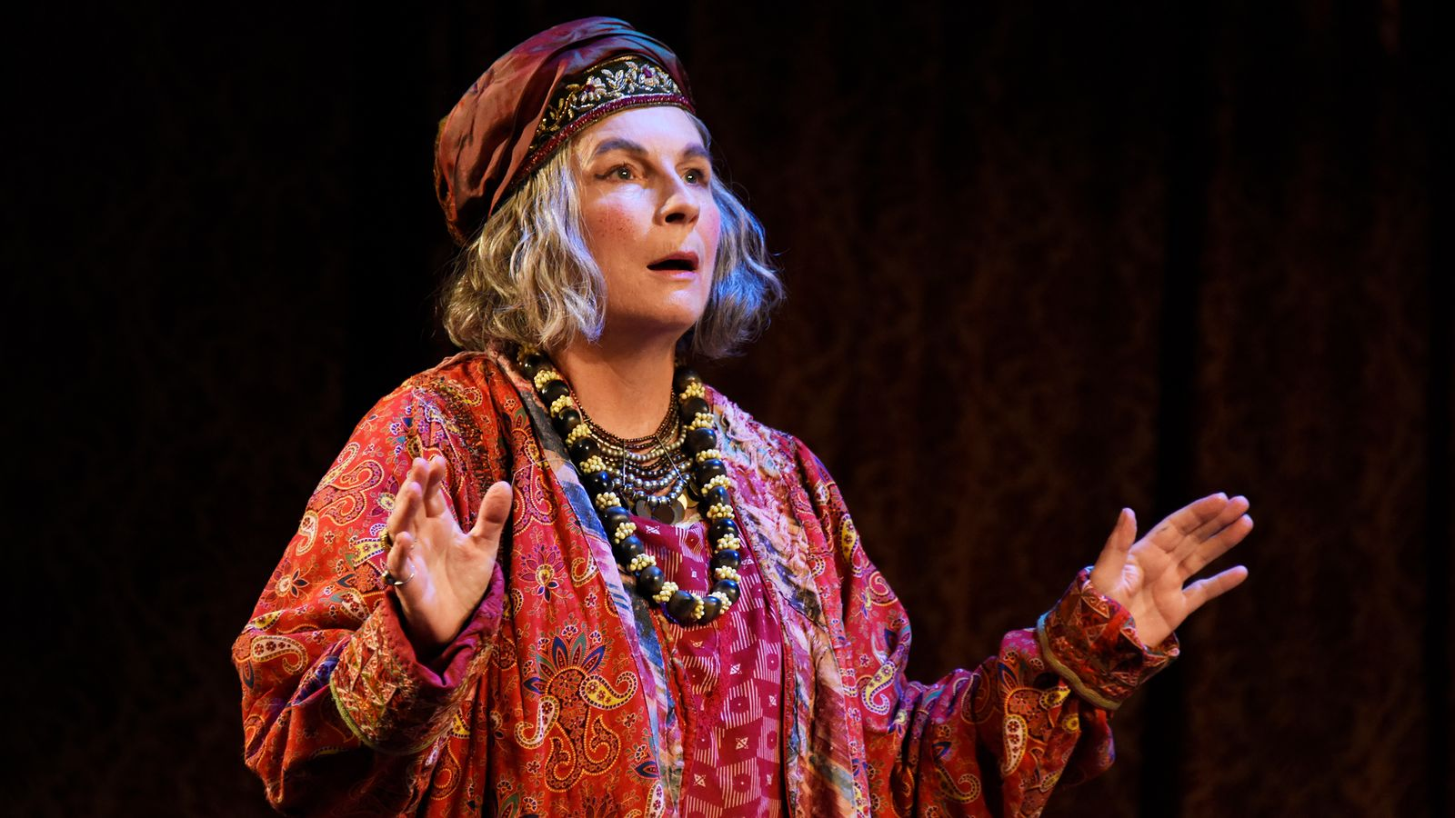 Jennifer Saunders on why we all need to return to the stage as she stars in Noel Coward's Blithe Spirit