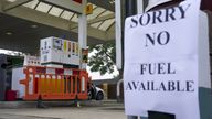 Download 13:25 - 26 Sep 2021 CONSUMER Shortages Lorry driver shortage A Shell petrol station in Bracknell, Berkshire, which has no fuel. Picture date: Sunday September 26, 2021.