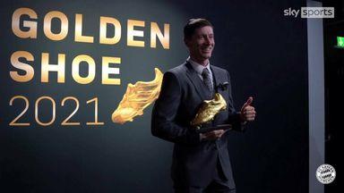 Lewandowski collects Golden Shoe award