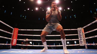 Oliver urges AJ: Don't try to out box Usyk!