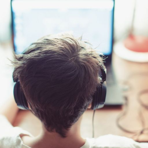 Children groomed online reach record numbers as offenders exploit 'risky design features'