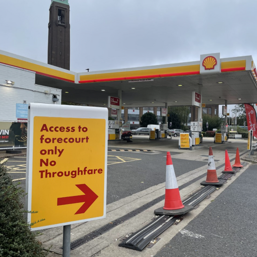 'It's stupidity' - Cars spill out on to roads beyond forecourts while waiting for fuel