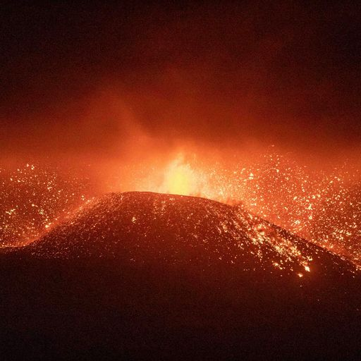 What caused the La Palma volcano to explode and how long could the eruption last?