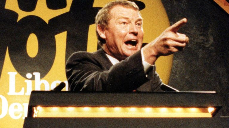 Liberal Democrat leader Paddy Ashdown addressing a rally at the Oxford Union Society. R/I: 20/1/99: Mr Ashdown announced that he will resign as leader of the party after the European elections in June and as MP for Yeovil after the next election.