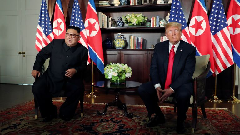 2018  U.S. President Donald Trump and North Korea's leader Kim Jong Un meet in a one-on-one bilateral session at the start of their summit at the Capella Hotel on the resort island of Sentosa, Singapore June 12, 2018. Picture taken June 12, 2018. REUTERS/Jonathan Ernst