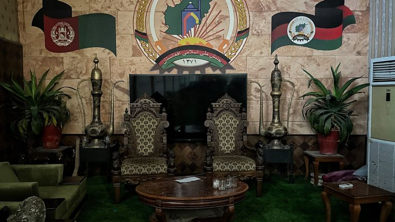 Thrones in the entrance lobby