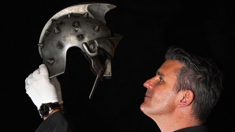 Le casque de Gladiator devrait rapporter entre 30 000 et 50 000 £ aux enchères
