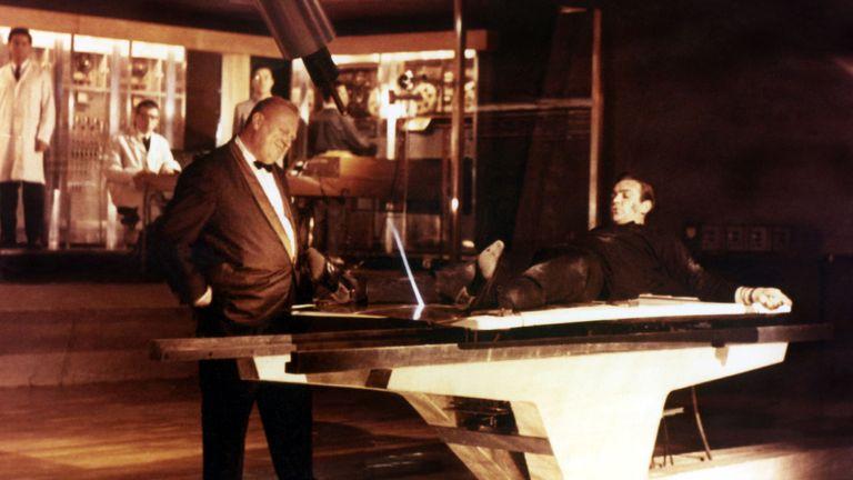 Goldfinger (James Bond), Gert Frobe, Sean Connery  1964