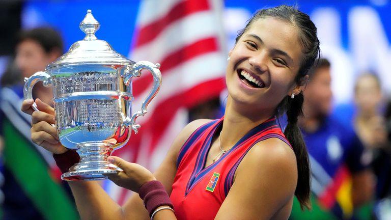 Emma Raducanu celebrates with the championship trophy after her match against Leylah Fernandez