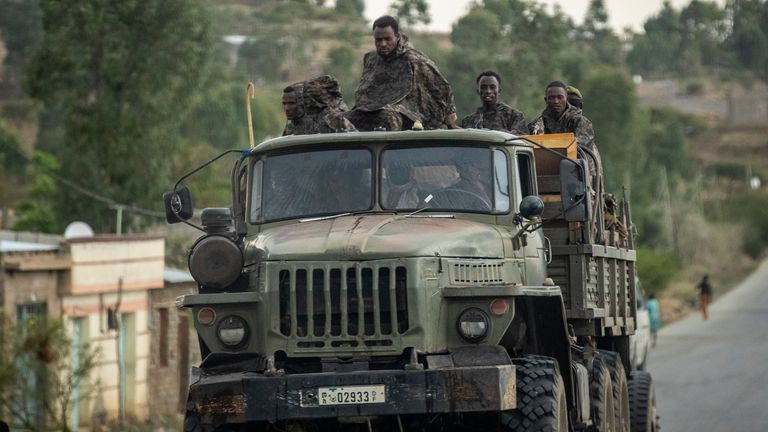 Ethiopian government soldiers are seen heading into the Tigray region