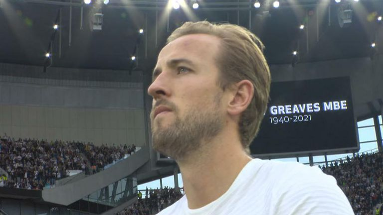 Harry Kane joins the applause for Jimmy Greaves