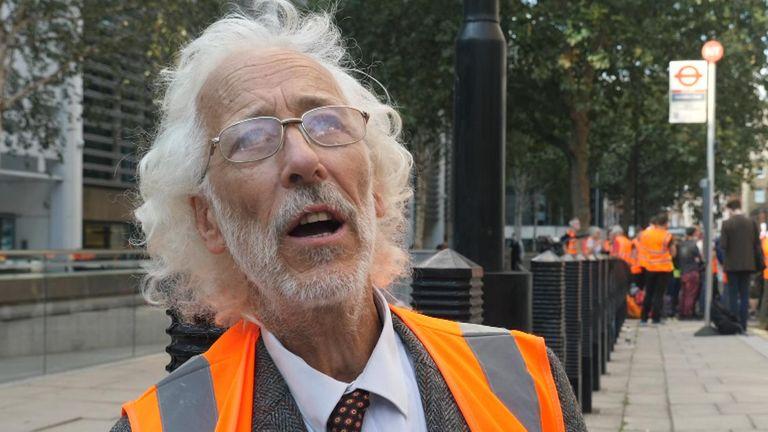 Insulate Britain protesters
