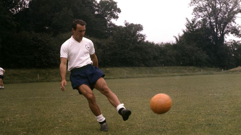 Jimmy Greaves practices in August 1966