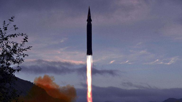 Bild einer Rakete & # 39 ;  Hyperschall & # 39;  Veröffentlicht von der offiziellen Nachrichtenagentur Nordkoreas