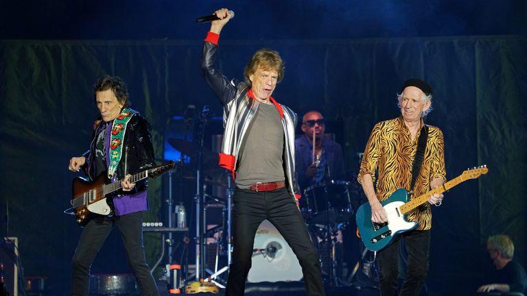Los Rolling Stones comenzaron su gira por Estados Unidos, un mes después de la muerte del baterista Charlie Watts, en St. Louis.