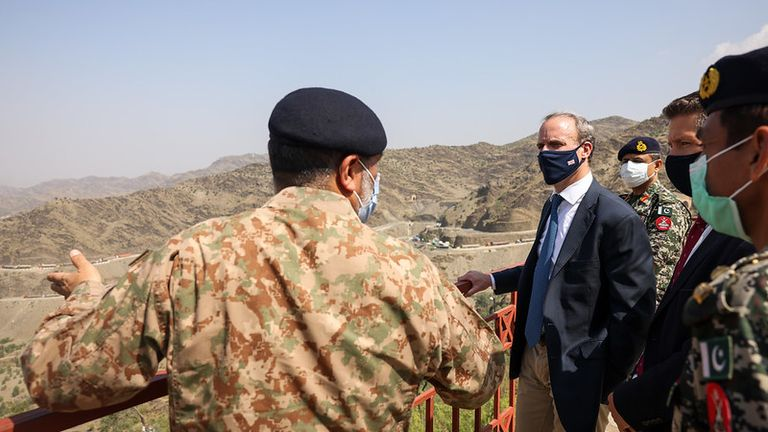 Islamabad, Pakistan. Foreign Secretary Dominic Raab visits an army look outpost on the border between Afghanistan and Pakistan. Picture by Simon Dawson / No 10 Downing Street