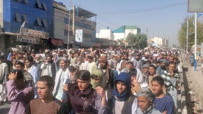 مظاهرة احتجاجية ضد قرار طالبان إجبارهم على مغادرة منازلهم في قندهار بأفغانستان