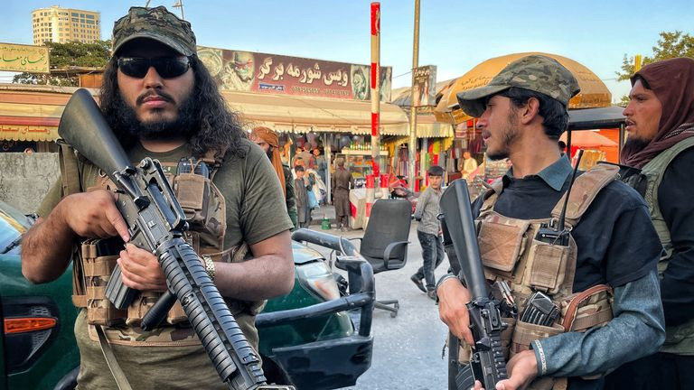 Talibs at the market checkpoint
