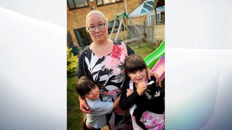 स्टेसी ओकले का कहना है कि कटौती से उनके परिवार को भारी नुकसान होगा