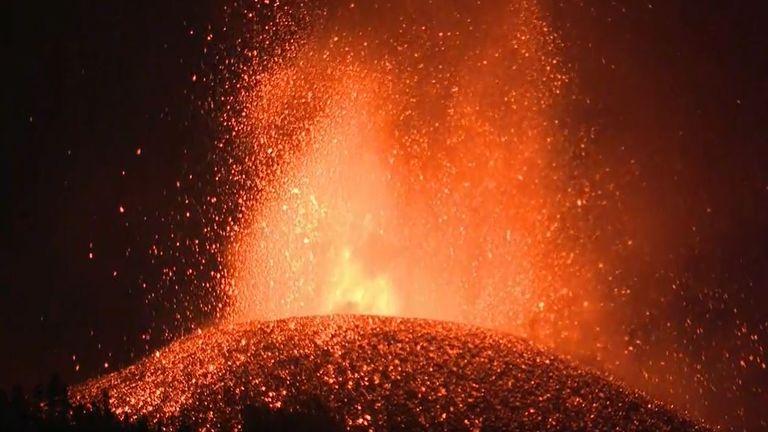 La Palma volcano continues its spectacular but destructive display