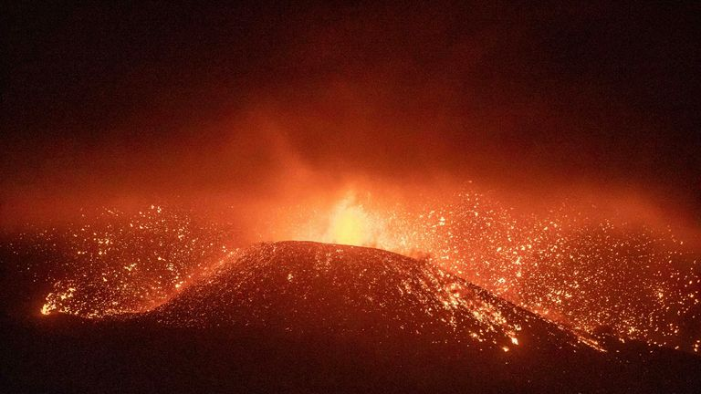 Lava covers more than 180 hectares on the island of La Palma and destroys 390 buildings PIC:AP