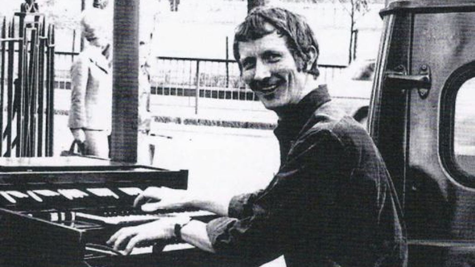 Alan Hawkshaw: Composer who created theme tunes to some of UK's best-known shows dies aged 84