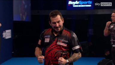 Clayton closes in on title with 110 checkout