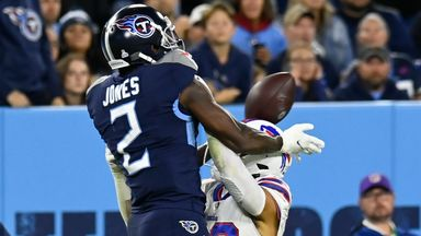 Julio Jones' incredible helmet bounce catch!