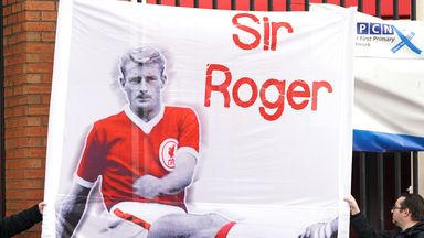 Hundreds gather to pay respects to Roger Hunt