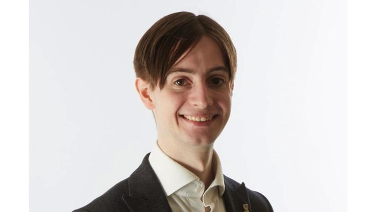 Elliott Lancaster, un étudiant britannique qui a été nommé aujourd'hui parmi les 10 finalistes du nouveau prix Chegg.org Global Student Prize.