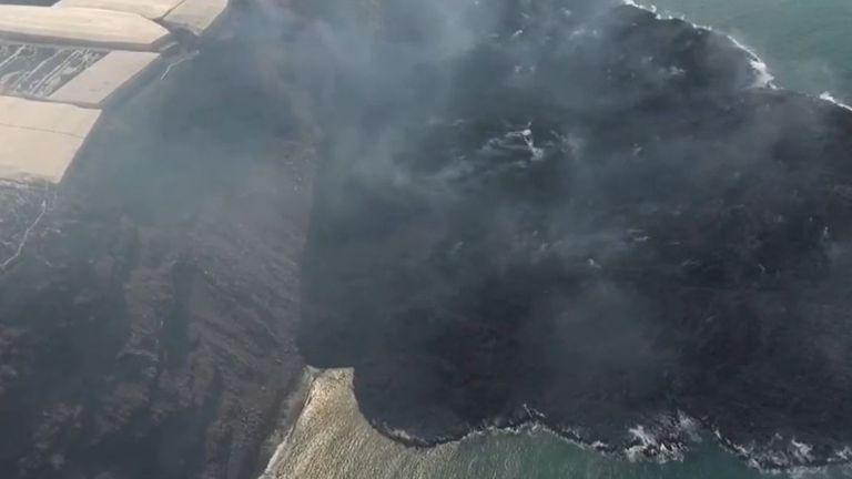 New headland is created in La Palma as lava meets the sea