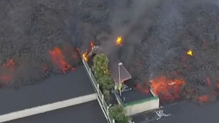 Lava flow from La Palma volcano continues to destroy everything in its path