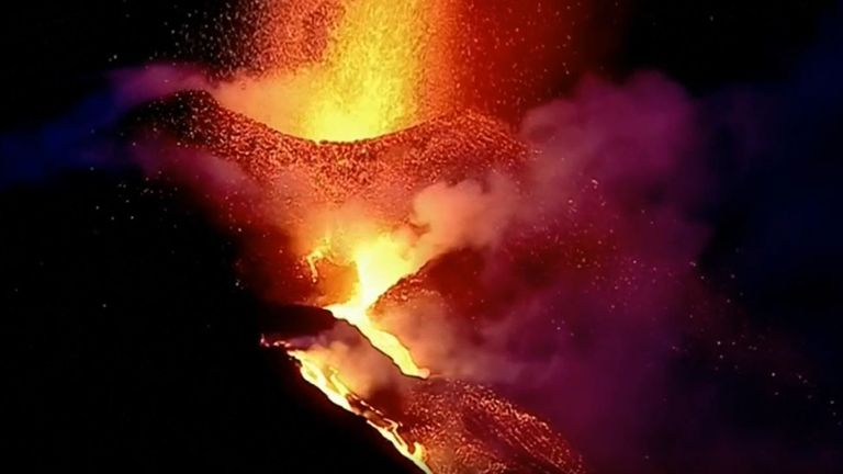 Cumbre Vieja volcano on La Palma continues to put on a spectacular display