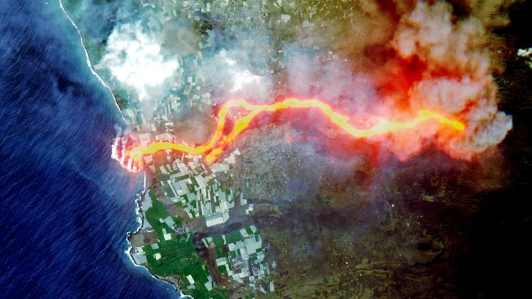 Satellite picture of lava flow following the eruption of a volcano on the island of La Palma, Spain. Pic: Copernicus Sentinel-2 Imagery/ @DEFIS_EU/Reuters