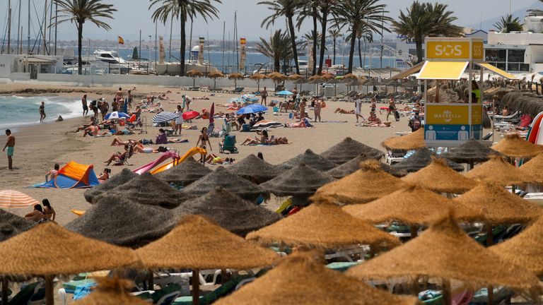 Outbreak of the coronavirus disease (COVID-19) in Marbella People cool off on a beach, amid the coronavirus disease (COVID-19) pandemic, in Marbella, Spain July 9, 2021. REUTERS/Jon Nazca