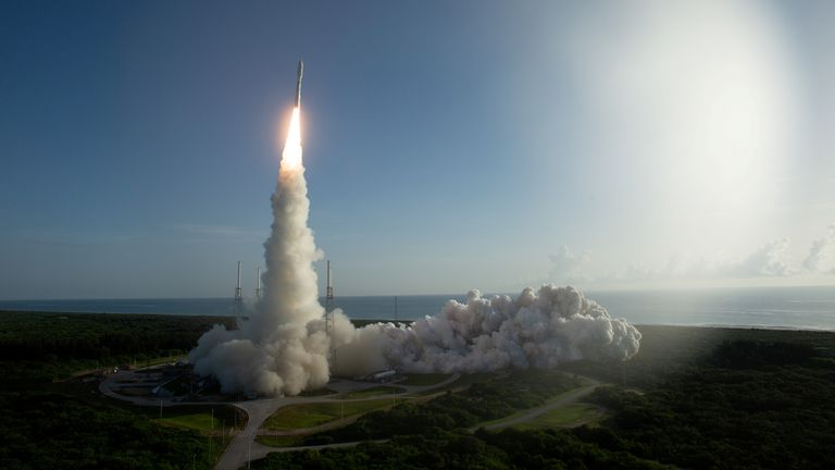 FILE PHOTO: A United Launch Alliance Atlas V rocket carrying NASA's Mars 2020 Perseverance Rover vehicle takes off from Cape Canaveral Air Force Station in Cape Canaveral, Florida, U.S. July 30, 2020. NASA/Joel Kowsky/Handout via REUTERS. MANDATORY CREDIT. THIS IMAGE HAS BEEN SUPPLIED BY A THIRD PARTY./File Photo
