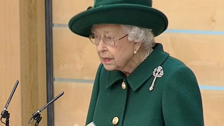 Queen delivers speech at opening of Scottish Parliament
