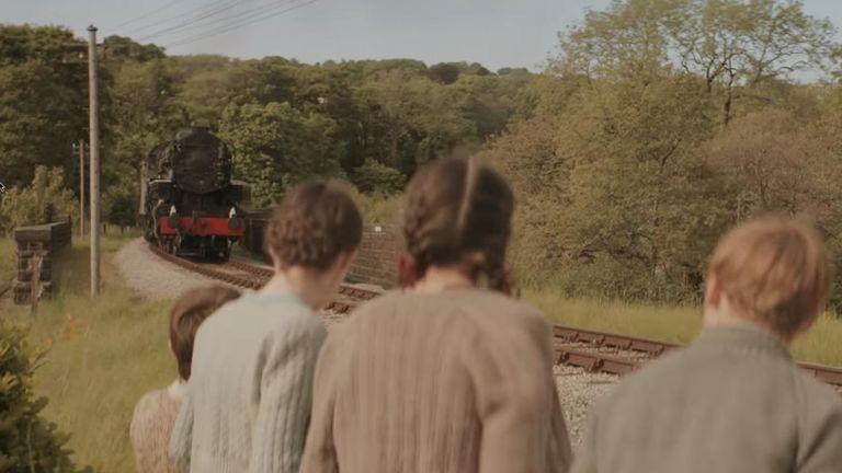 Trailer: The Railway Children Return