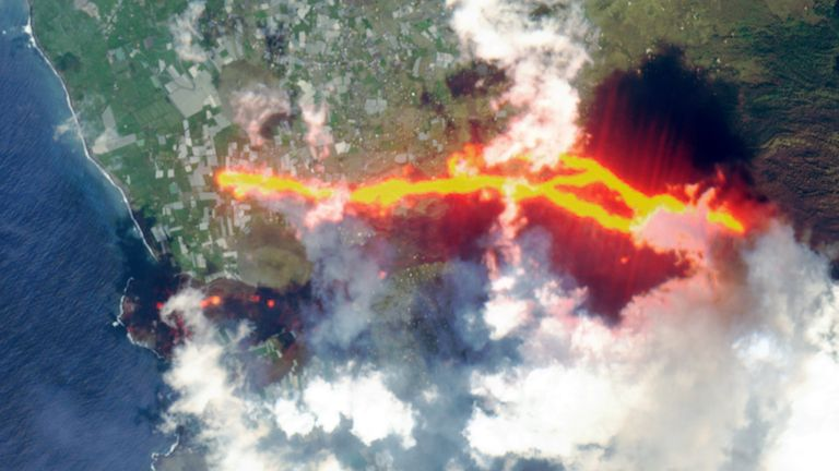 Satellite picture of lava flow following the eruption of a volcano on the island of La Palma, Spain October 10, 2021, in this picture obtained from social media. Picture taken October 10, 2021. European Union, Copernicus Sentinel-2 Imagery, processed by @DEFIS_EU/via REUTERS ATTENTION EDITORS - THIS IMAGE HAS BEEN SUPPLIED BY A THIRD PARTY. MANDATORY CREDIT.