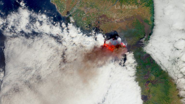 A satellite image of lava and plumes from the volcanic eruption on the Canary Island of La Palma, Spain, October 5, 2021. Picture taken October 5, 2021. European Union, Copernicus Sentinel-2 Imagery, processed by @Defis_Eu/Handout via REUTERS THIS IMAGE HAS BEEN SUPPLIED BY A THIRD PARTY. MANDATORY CREDIT.