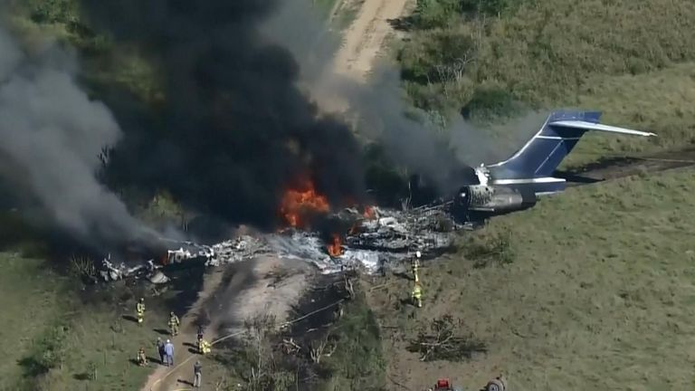21 people managed to escape a plane after it crashed off the end of a runway in Houston, Texas